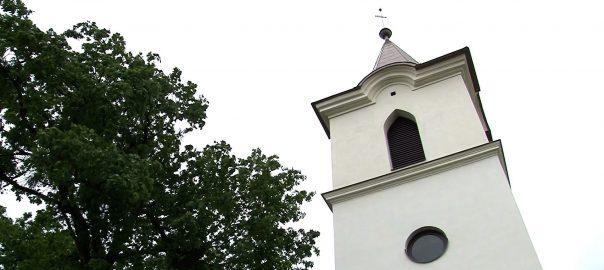 Randevú a Megmaradás templománálNagygéc - Többek között Aranyosapátiban, Csengerben is tartottak programokat, istentiszteletet a Magyar Világtalálkozón. Nagygécen pedig bemutatták a felújított Megmaradás templomát is.