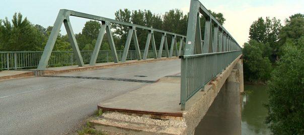 Még nem tudni, hogy mikor épül meg az új Tisza-hídTivadar - Két éve készültek el a tervek az új átkelőről. Danó Sándor polgármester azt mondta: úgy tudja, hogy forráshiány miatt nem kezdődött el a beruházás.
