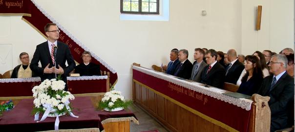 Rétvári Bence államtitkár is részt vett a megyenapi ünnepségenNyírbogát - Az EMMI parlamenti államtitkára az állam felelősségvállalásáról beszélt, Simon Miklós képviselő a fejlesztéseket méltatta a Megyenapon.