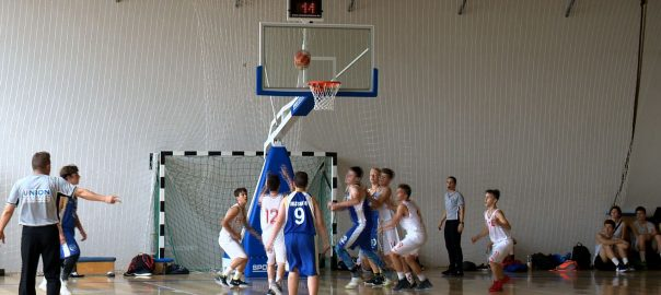 Csütörtök este a Continetál Arénában megnyitották IV. Korcsoprtos Összevont Labdajátékok Diákolimpia országos döntőjét.