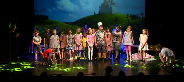 Évzáró produkciójukat adták elő a Hang-szín Musical és Színitanoda diákjai.