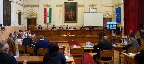 Elfogadták a képviselők a Nemzeti Adó- és Vámhivatal Szabolcs-Szatmár-Bereg Megyei Adó és Vámigazgatóságának tavalyi évre vonatkozó beszámolóját a megyei közgyűlésen.