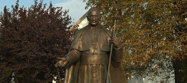 Az utolsó magyar hercegprímás, Mindszenty József emlékére állítottak szobrot a hétvégén.