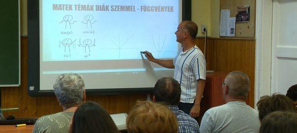 Humoros matematika, rákkutatás, DNS-tesztek – többek között ilyen előadásokat hallgathattak meg a diákok a Kutatók Éjszakáján a nyíregyházi Zrínyi Ilona Gimnáziumban.