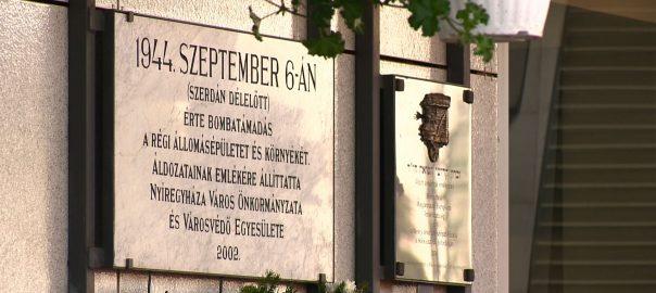 Nyíregyháza 1944. évi bombázásnak évfordulója alkalmából rendeztek koszorúzással egybekötött megemlékezést.