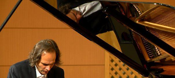 Bogányi Gergely zongoraművész koncertjét hallhatták kedd este a zenebarátok a Kodály teremben.