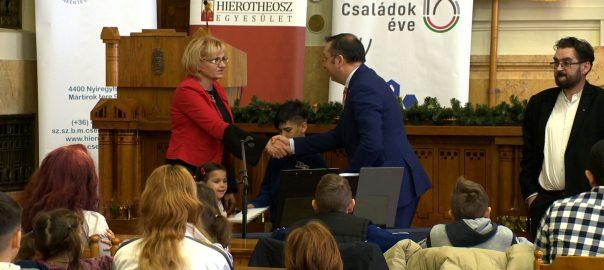 Közel 300 gyermeknek ajándékozott állatkerti belépőt a Hierotheosz Egyesület.